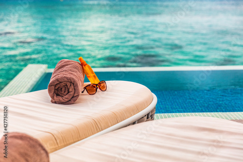 Obraz na plátně Hotel infinity swimming pool background sun loungers background for luxury relaxing holidays in Caribbean destination
