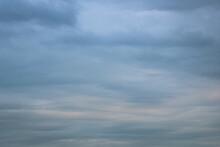 Pochmurne Niebo Z Chmurami Pod Koniec Dnia