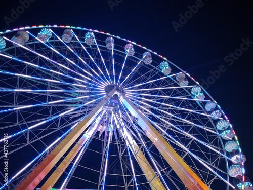 Valokuva ferris wheel at night
