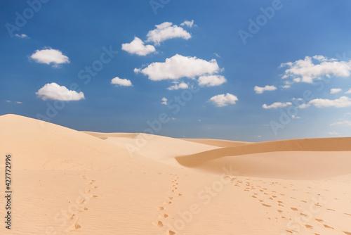 Fototapeta The White Dunes, Bau Sen, Bau Trang- Landmark Near Mui Ne, Binh Thuan, Vietnam. obraz