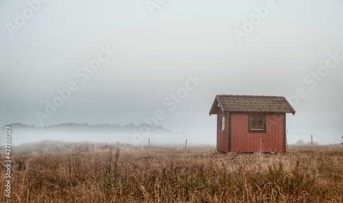House On Field Against Sky Fototapet