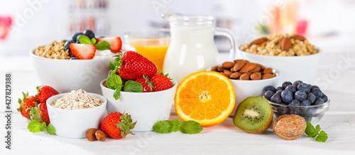 Fotografia Healthy breakfast strawberry yogurt fruit bowl pot eating yoghurt food banner