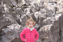 Ritratto Di Una Bambina Di Cinque Anni Molto Bella E Dolce.