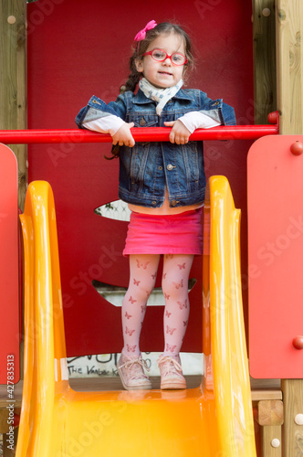 Ritratto di una bambina di cinque anni molto bella e dolce. Fototapeta