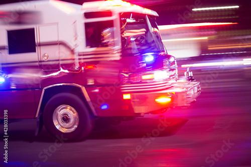 Fotografia, Obraz A fire engine responds to the scene of an emergency.