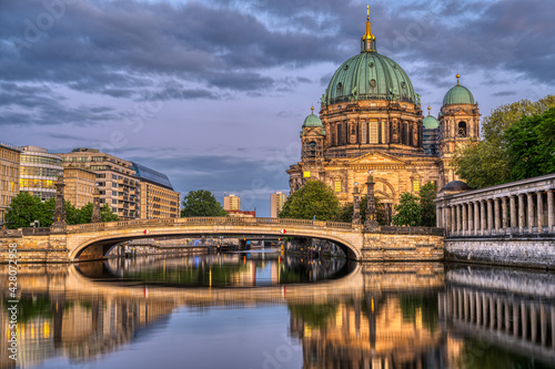 Valokuvatapetti The Berlin Cathedral, the museum island and the river Spree at dusk
