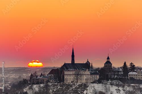 Fototapeta Zachód słońca z widokiem na Sandomierz, województwo świętokrzyskie obraz