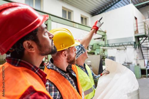 Billede på lærred Arbeiter Team und Architekt mit Bauzeichnung