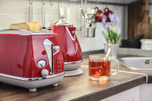 Red Electric Kettle And Toaster  In Retro Slile