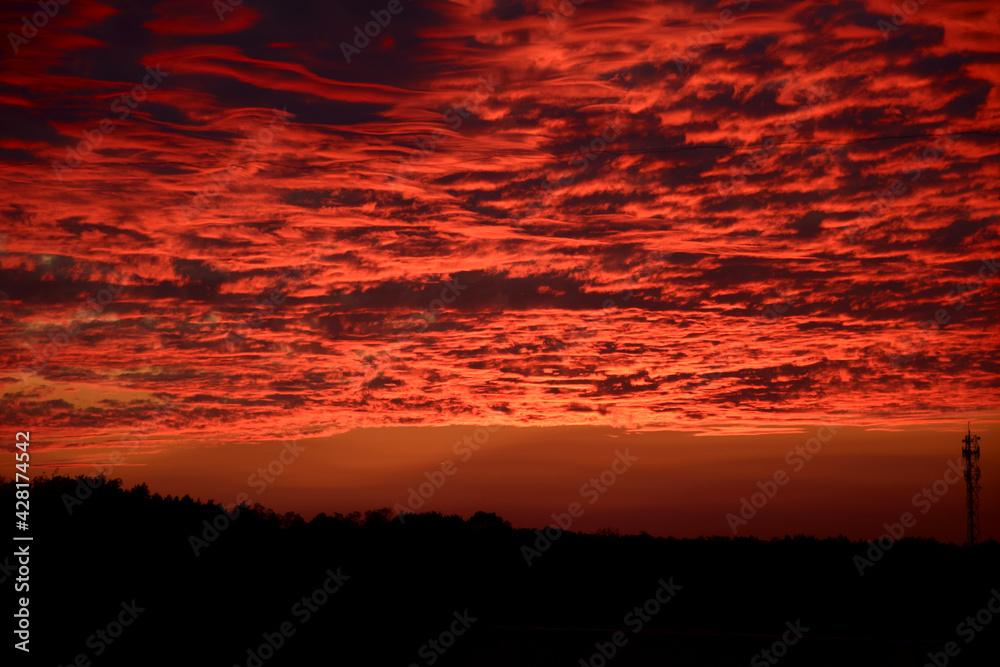 Fototapeta Czerwony zachód słońca w Polsce jesienią