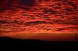 Czerwony zachód słońca w Polsce jesienią