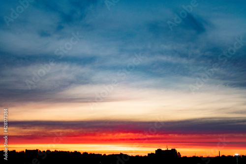 Fotografia Colorful sky sunset over the city