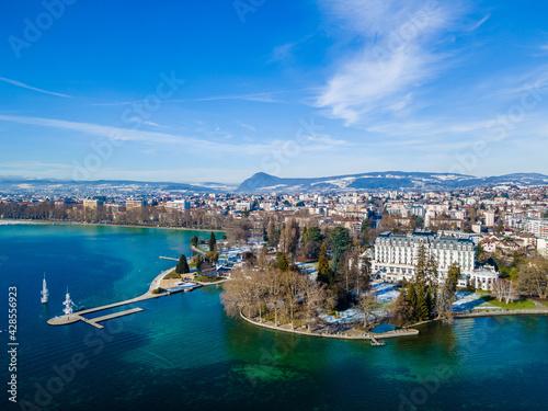 Fototapeta Vue aérienne d'Annecy et son lac, France
