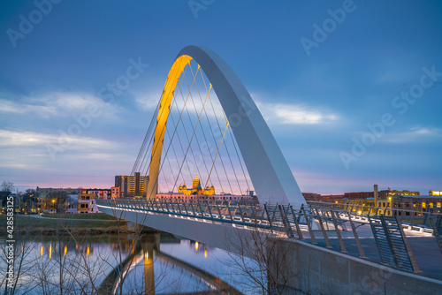 Des Moines Iowa skyline in USA - fototapety na wymiar