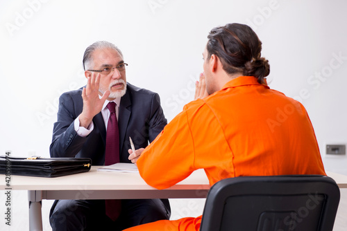 Canvas Print Young captive meeting with advocate in pre-trial detention