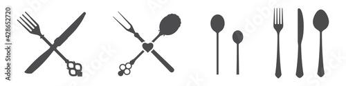 Obraz na plátně Crossed knives, spoons and forks