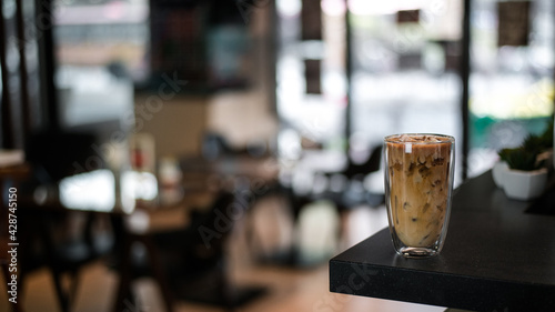 Foto glass of coffee with milk on the table