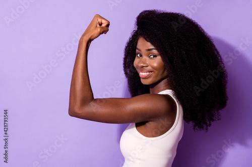 Photo Profile photo of charming positive dark skin girl arm flex show biceps isolated