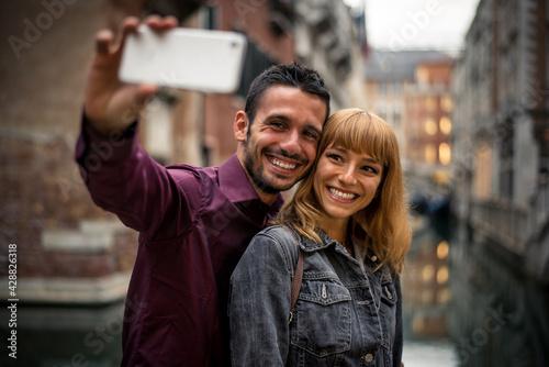 Obraz na plátně Young couple in Venice