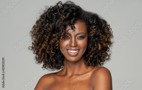 Portrait of happy african american woman with afro isolated on gray background - fototapety na wymiar
