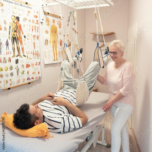 Obraz na plátně Schlingentisch Rückenschmerzen