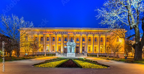 Tablou Canvas night view of the illuminated Bulgarian National Library St