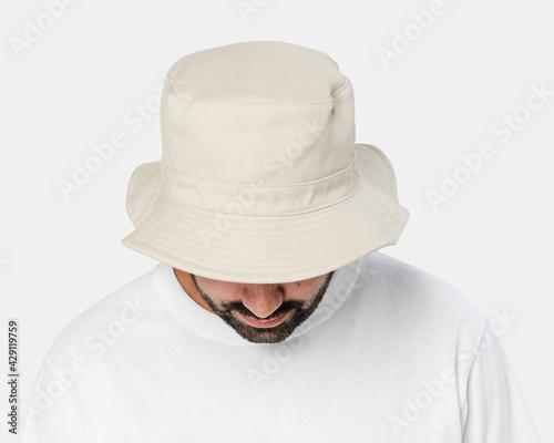 Papel de parede Man wearing bleached bucket hat, front view