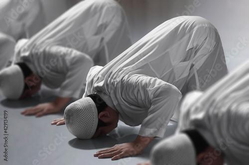 Tablou Canvas Religious asian muslim man praying