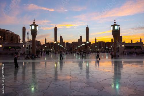 Slika na platnu A evening shot of Green Dome Raula Masjid Al Nabawi Madeena,Saudi Arabia