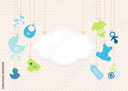 Fotografie, Obraz Hängende Babysymbole Junge Neben Wolke Blau Grün Herzen Beige
