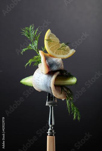 Billede på lærred Herring fillet in oil with lemon, cucumber, and dill.