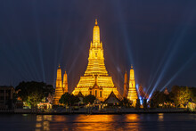 2021, March 17 : Wat Arun Is A Buddhist Monastery  Under The Royal Patronage In Bangkok Thailand. Horizontal With Copy Space