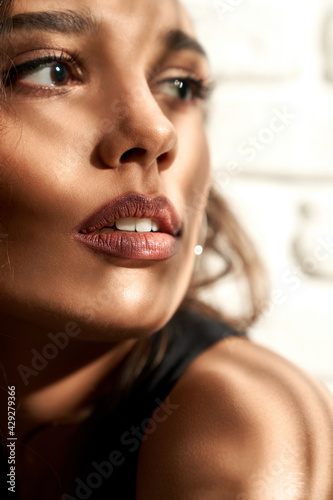 Fototapeta Close up portrait of beautiful glamor brunette young model with trendy makeup