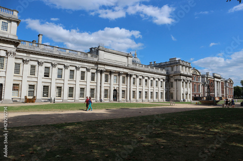 Wonderful Greenwich naval university building, photographed during hot, summer d Fototapet