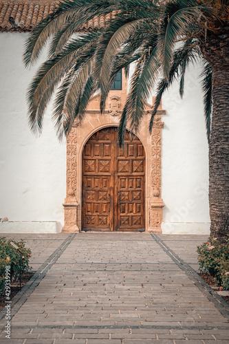 Piękne drewniane drzwi - fototapety na wymiar