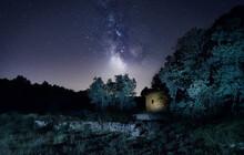 Vía Láctea Con Casa Abandonada
