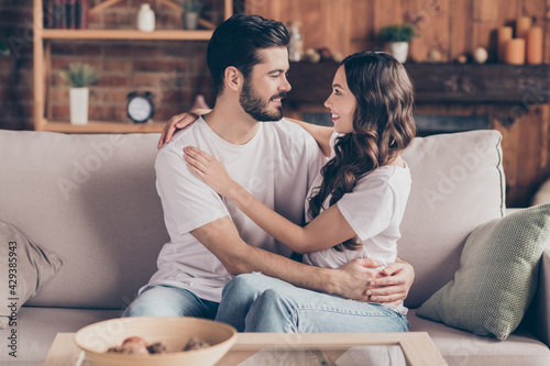 Fotografie, Obraz Portrait of attractive cheerful couple life partners embracing spending day week
