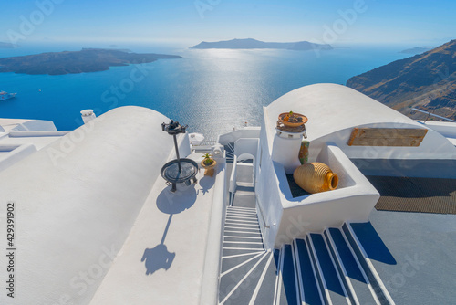 Canvas Print Stunning cupolas with the Caldera (volcano) in the distance in the Greek island