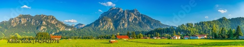 Foto Schwangau village panorama in Bavaria, southern Germany with Neuschwanstein Cast