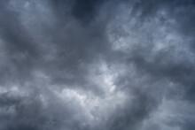 Nubes De Lluvia En Abril