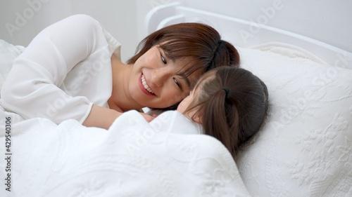 Obraz na plátne 子供を寝かしつけるお母さん
