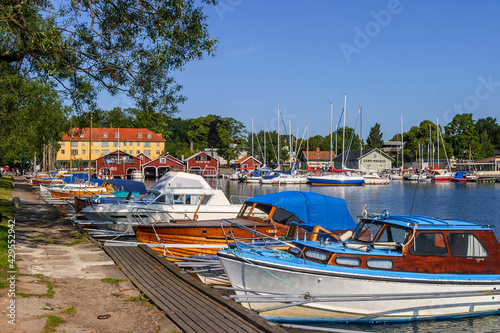 Foto Beautiful view at Hjo harbour in Sweden