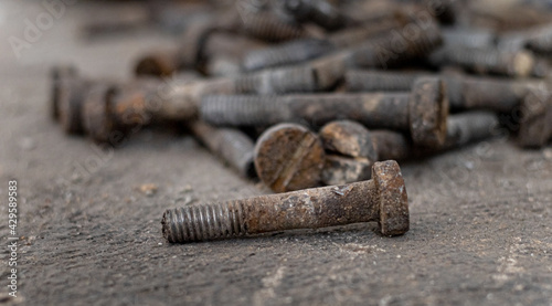 Fotografia construction.iron bolts are scattered on the ground.
