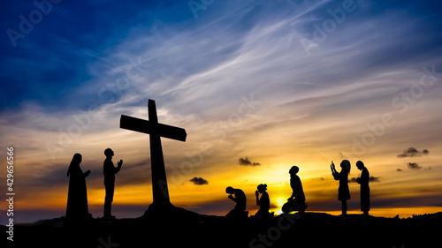 Canvas Print Ludzie modlący się przy krzyżu