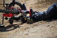 Enfant Qui Tombe De Vélo