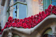 BARCELONA, SPAIN, APRIL 23, 2021: Casa Batllo In Barcelona, One Of The Most Beautiful Houses On Passeig De Gracia. By The Architect Antoni Gaudi. Decorated With Roses For St. George's Day.