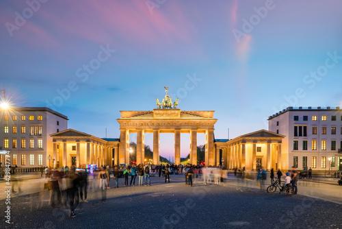 The Brandenburg Gate in Berlin at night Fotobehang
