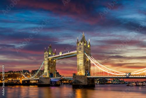 Fotografie, Tablou Tower Bridge illuminated at dusk, London, England