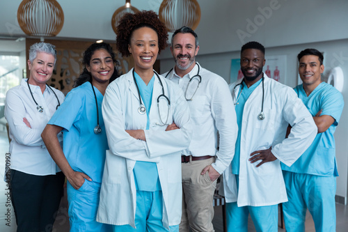 Fotografie, Obraz Portrait of group of diverse male and female doctors standing in hospital corrid