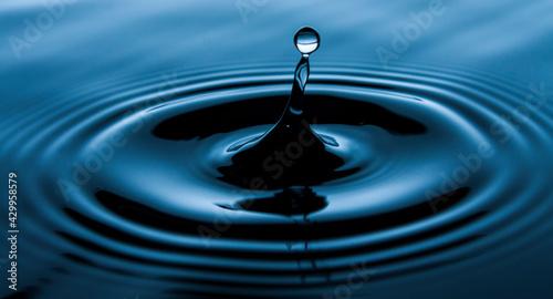 Woda, kropla, wzburzona tafla wody